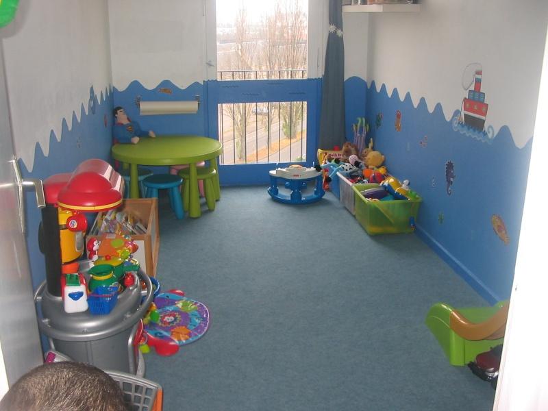 salle de jeux ou chambre assmat design de maison. Black Bedroom Furniture Sets. Home Design Ideas