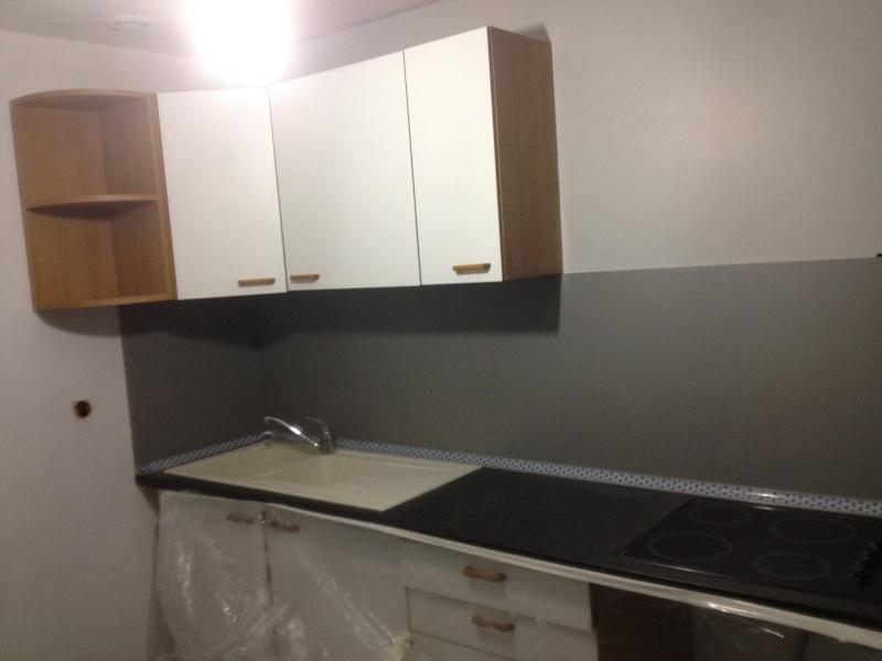 besoin de conseils pour choix de couleurs pour repeindre ma cuisine en stratifi. Black Bedroom Furniture Sets. Home Design Ideas