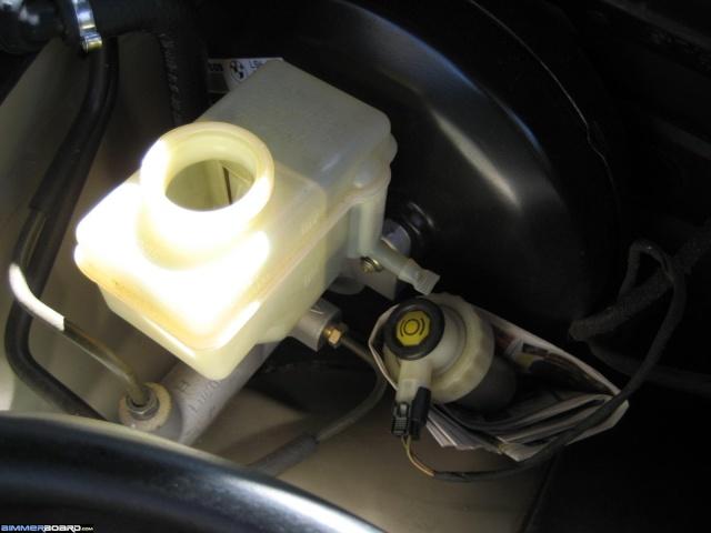 couleur liquide de frein liaison au sol pneumatiques amortisseurs freinage. Black Bedroom Furniture Sets. Home Design Ideas
