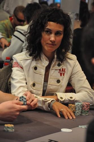 Ange besnainou poker