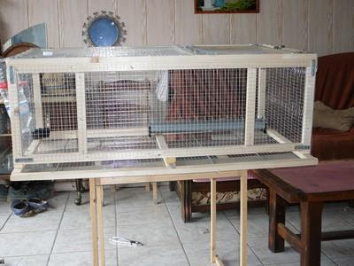 Exemple de cage pour cailles fabrication maison for Accessoire furet fait maison